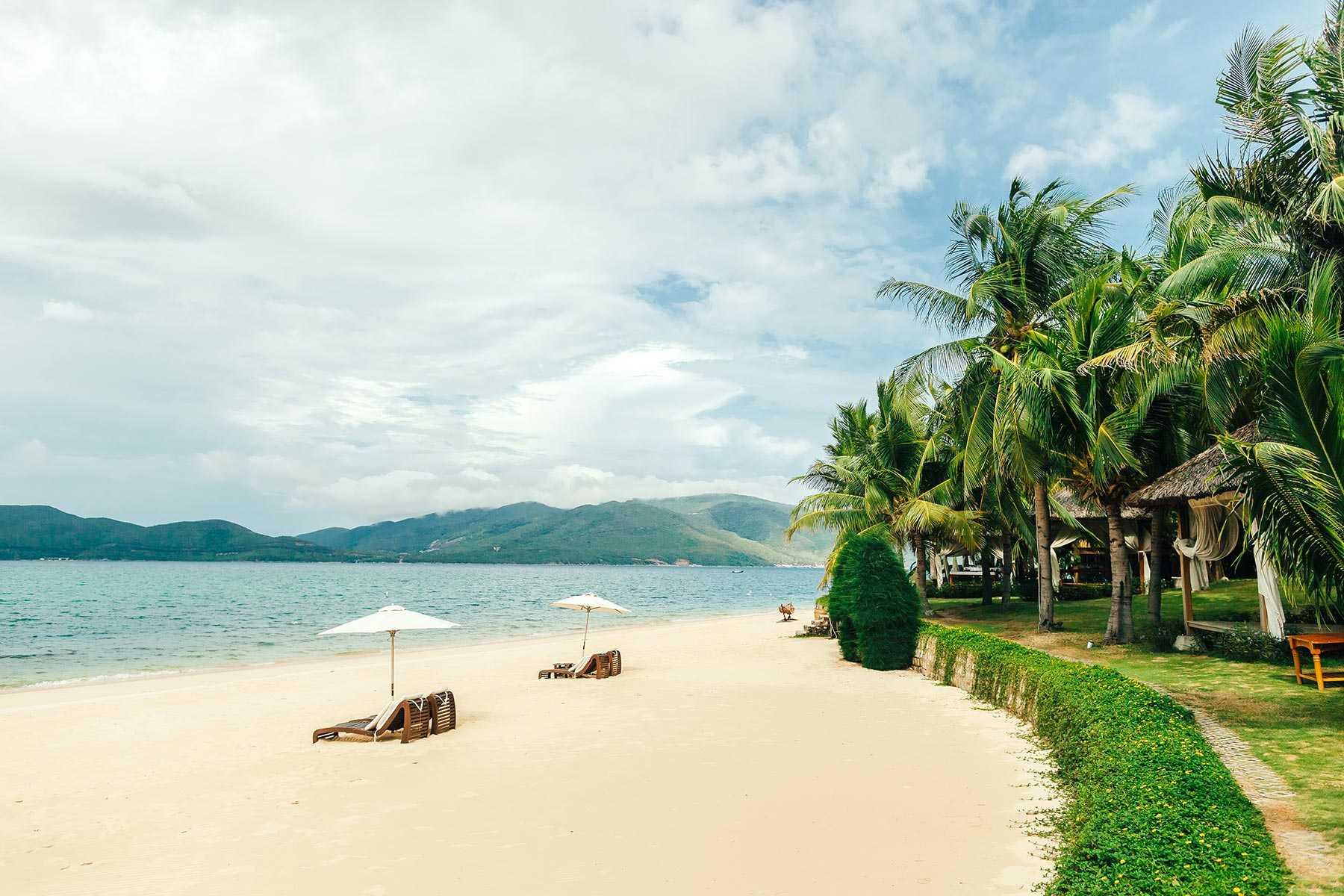 luxury-beach-resort-BHT4WWB.jpg